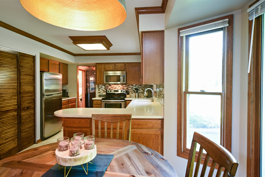 Real Estate Photography - 224 Lexington ave, Fox River Grove, IL, 60021 - Kitchen / Breakfast Room
