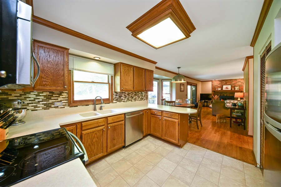 Real Estate Photography - 224 Lexington ave, Fox River Grove, IL, 60021 - Kitchen