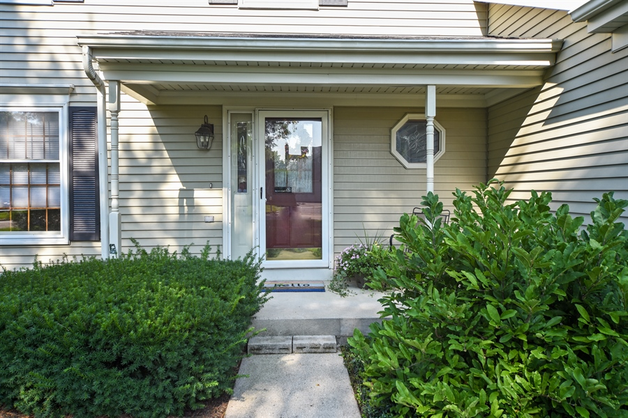 Real Estate Photography - 224 Lexington ave, Fox River Grove, IL, 60021 - Porch