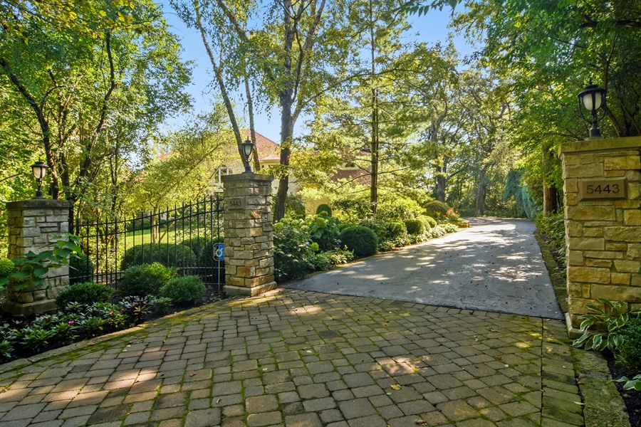 Real Estate Photography - 5443 Forrest Trail, Long Grove, IL, 60047 - Driveway