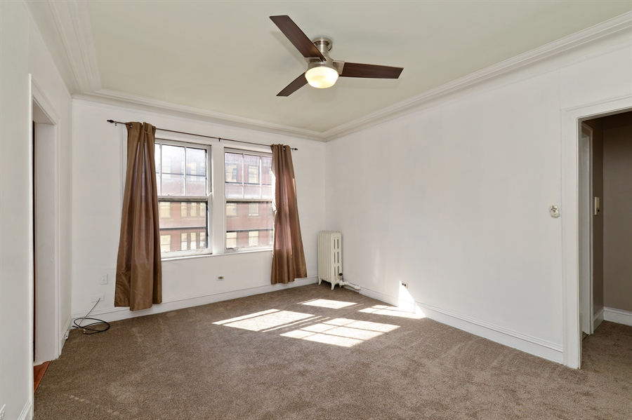 Real Estate Photography - 3602 N. Pine Grove Ave., 2C, Chicago, IL, 60613 - Living Room