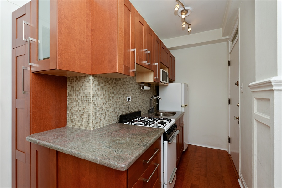 Real Estate Photography - 3602 N. Pine Grove Ave., 2C, Chicago, IL, 60613 - Kitchen