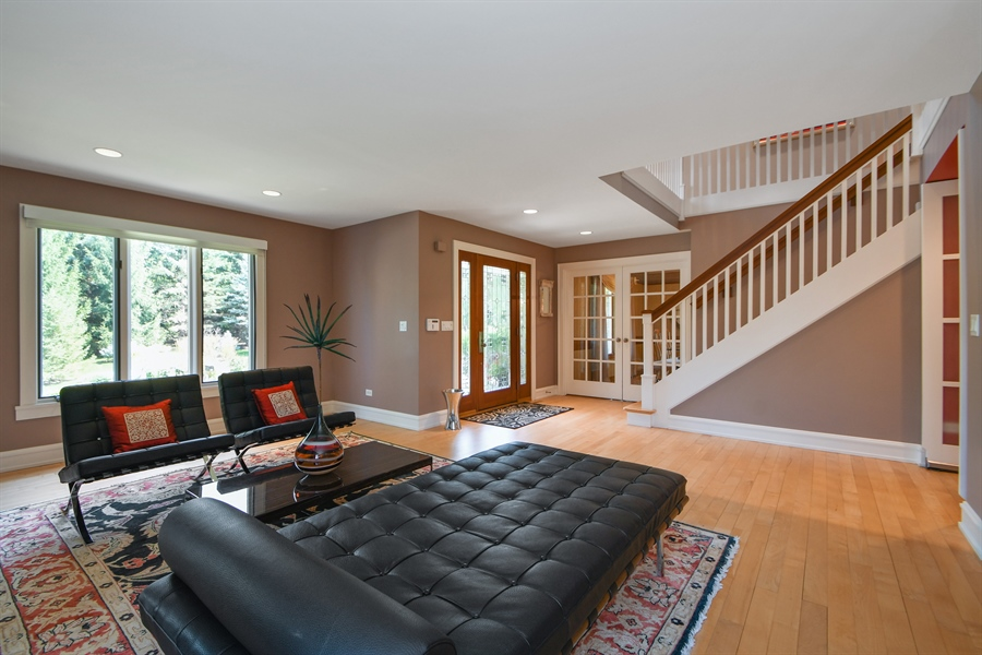 Real Estate Photography - 30 Golf View Lane, Frankfort, IL, 60423 - Living Room