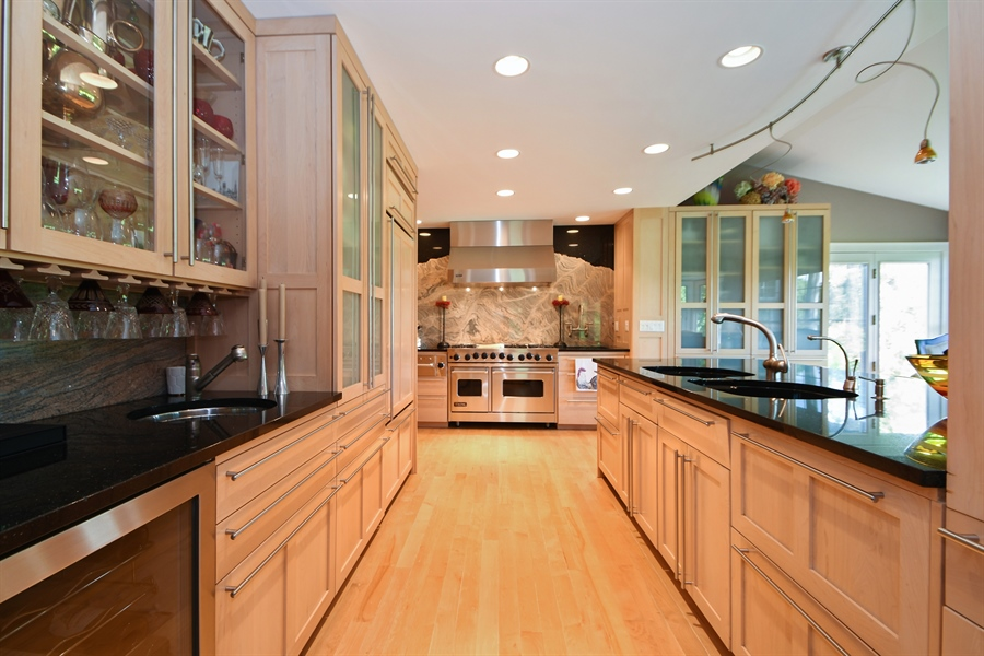 Real Estate Photography - 30 Golf View Lane, Frankfort, IL, 60423 - Kitchen