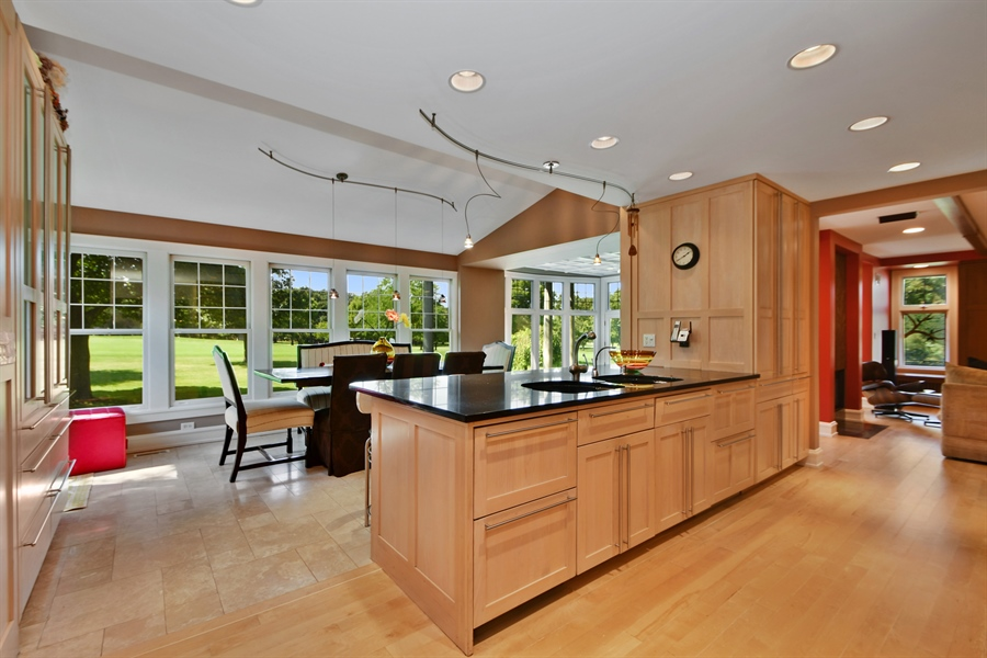 Real Estate Photography - 30 Golf View Lane, Frankfort, IL, 60423 - Kitchen / Breakfast Room