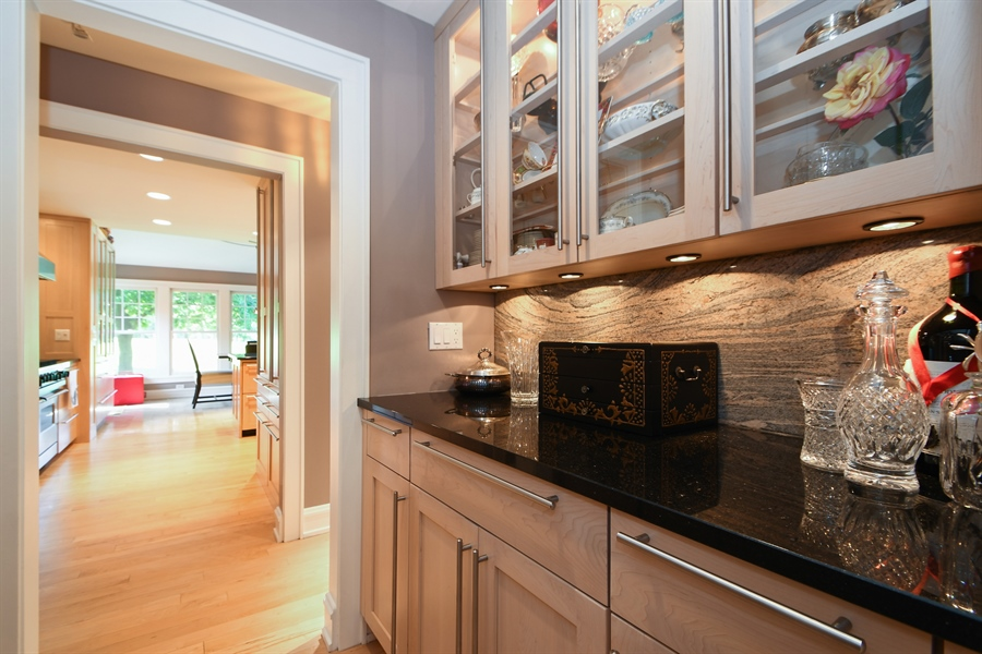 Real Estate Photography - 30 Golf View Lane, Frankfort, IL, 60423 - Butler's pantry
