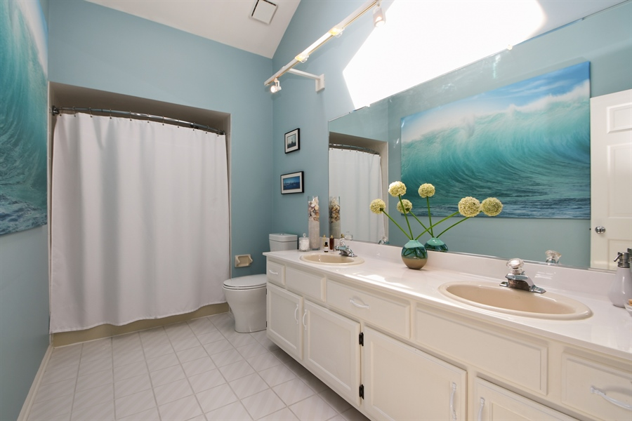 Real Estate Photography - 30 Golf View Lane, Frankfort, IL, 60423 - Bathroom