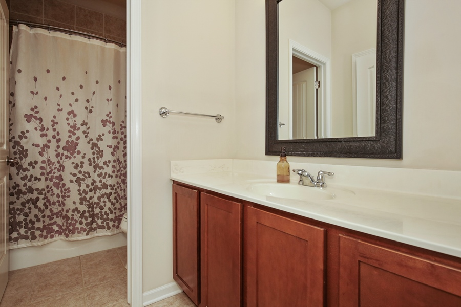 Real Estate Photography - 189 Trumpet Vine Cir., Elgin, IL, 60124 - Bathroom
