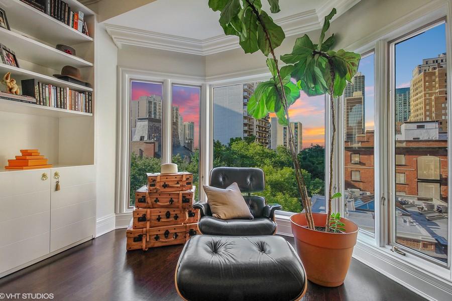 Real Estate Photography - 39 E Schiller Street, Unit 4W, Chicago, IL, 60610 -