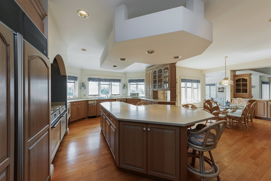 Real Estate Photography - 215 Dundee Rd, Barrington Hills, IL, 60010 - Kitchen / Breakfast Room