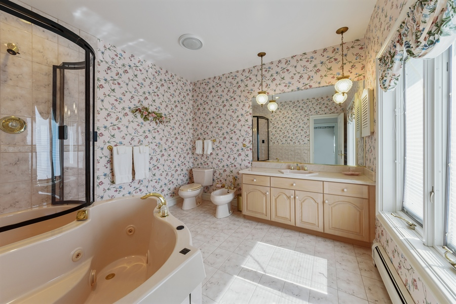 Real Estate Photography - 215 Dundee Rd, Barrington Hills, IL, 60010 - 2nd Bathroom