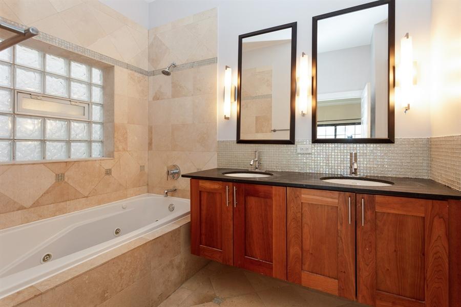 Real Estate Photography - 1257 E 46th St., 101W, Chicago, IL, 60653 - Master Bathroom