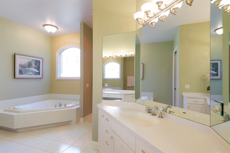 Real Estate Photography - 845 S Belmont Ave, Arlington Heights, IL, 60005 - Master Bathroom