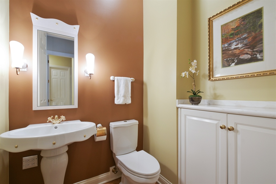 Real Estate Photography - 845 S Belmont Ave, Arlington Heights, IL, 60005 - Powder Room