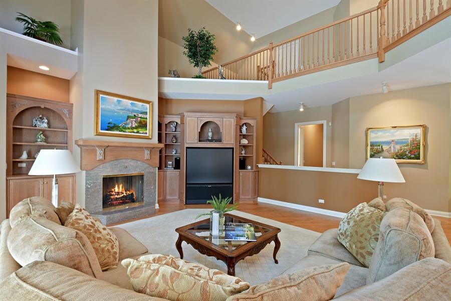 Real Estate Photography - 845 S Belmont Ave, Arlington Heights, IL, 60005 - Family Room