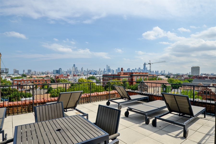 Real Estate Photography - 1735 N Paulina, 310, Chicago, IL, 60622 - Common Sundeck