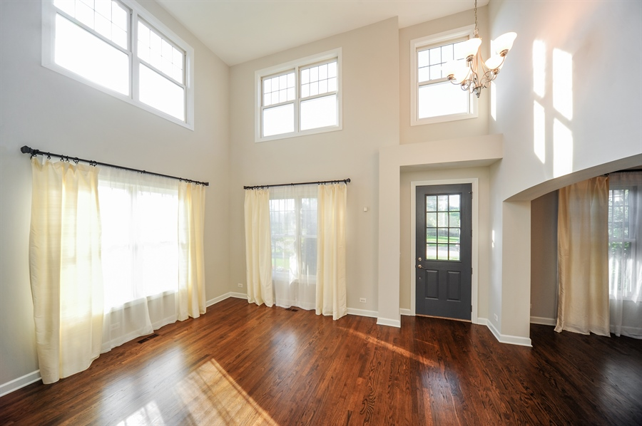 Real Estate Photography - 2100 Thistle Rd, Glenview, IL, 60026 - Living Room