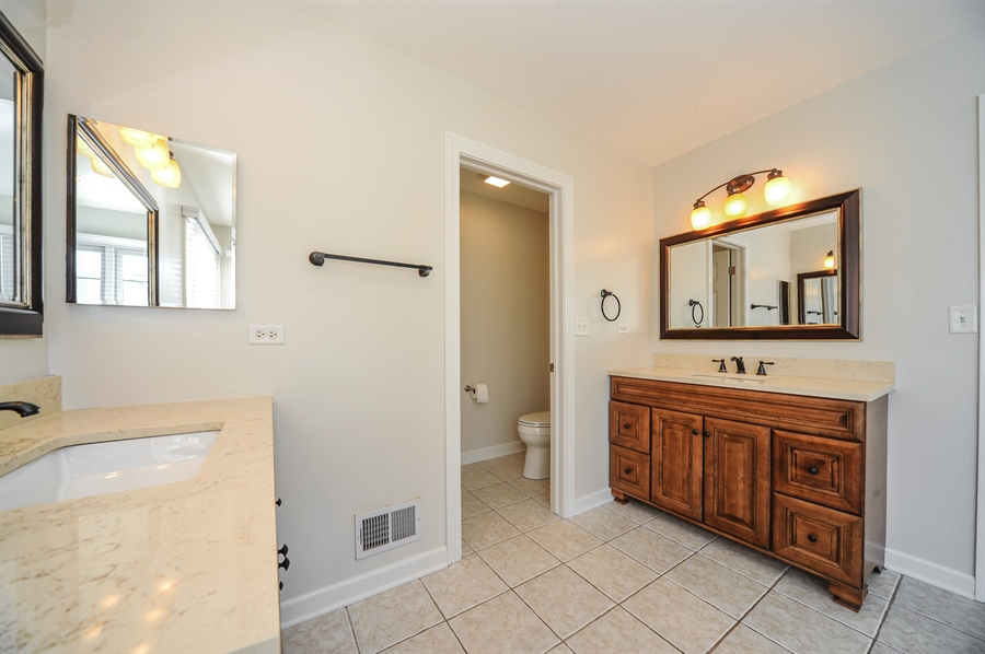 Real Estate Photography - 2100 Thistle Rd, Glenview, IL, 60026 - Master Bathroom
