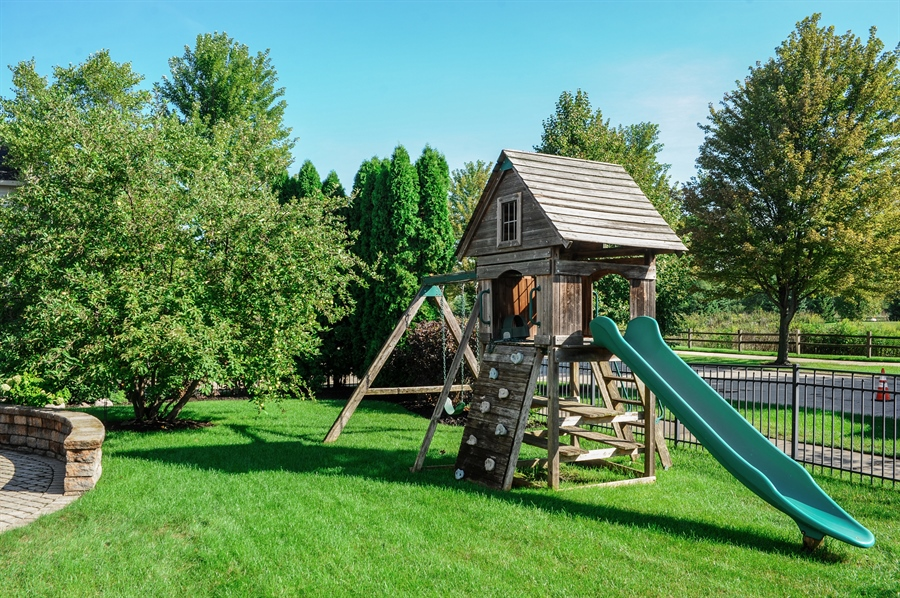 Real Estate Photography - 2100 Thistle Rd, Glenview, IL, 60026 - Back Yard