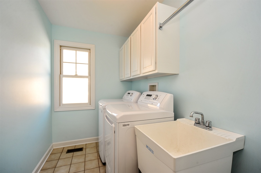 Real Estate Photography - 2100 Thistle Rd, Glenview, IL, 60026 - Laundry Room