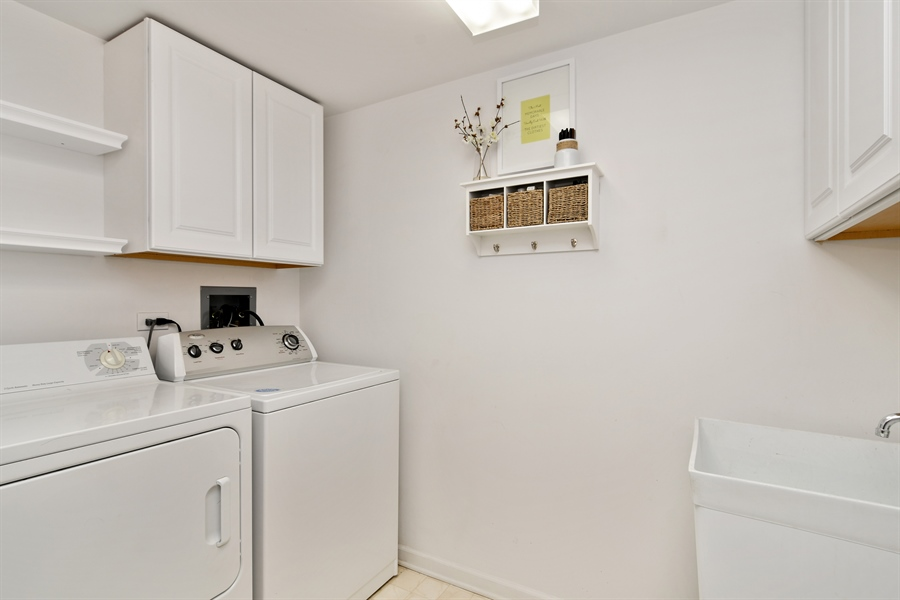 Real Estate Photography - 1325 Perry St, Unit 405, Des Plaines, IL, 60016 - Laundry Room