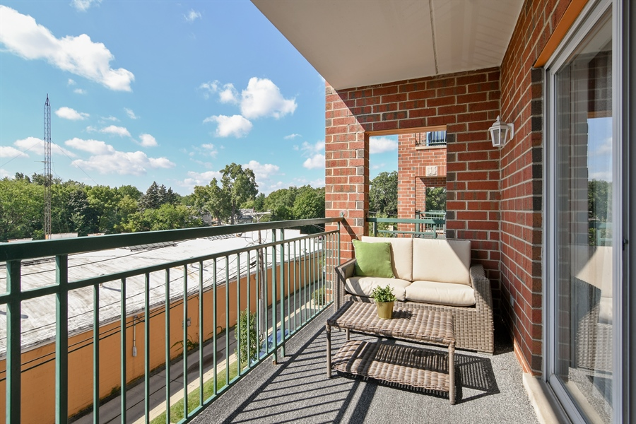 Real Estate Photography - 1325 Perry St, Unit 405, Des Plaines, IL, 60016 - Balcony