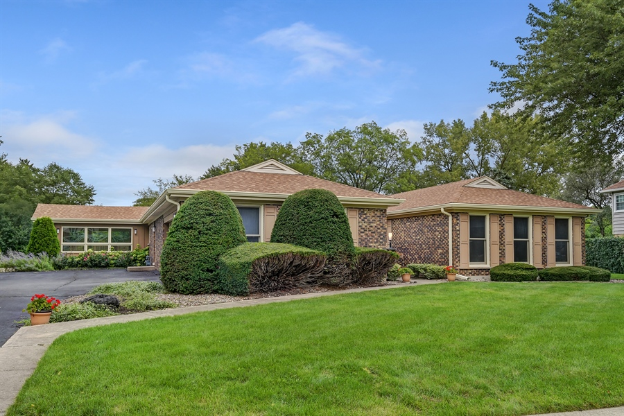 Real Estate Photography - 880 North Ave, Deerfield, IL, 60015 - Front View