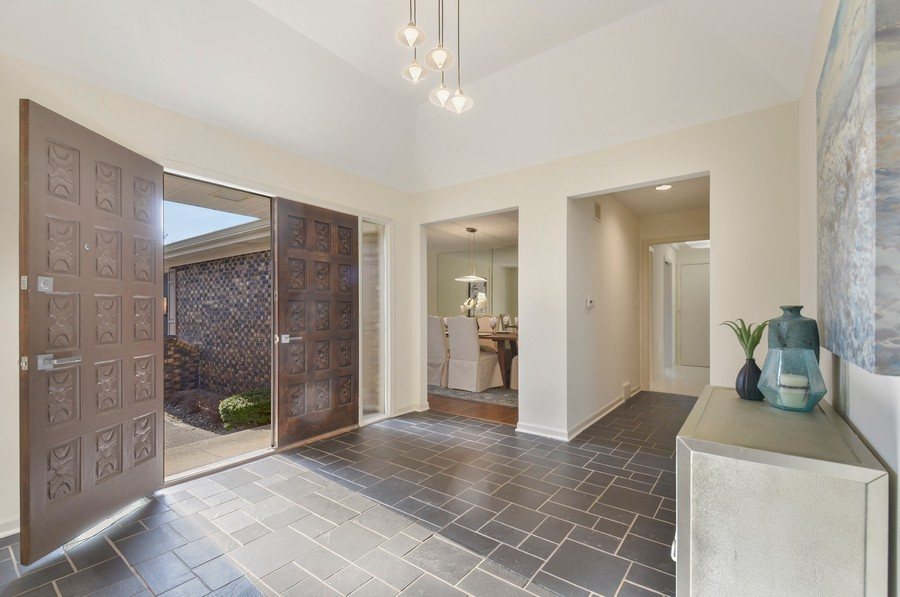 Real Estate Photography - 880 North Ave, Deerfield, IL, 60015 - Foyer