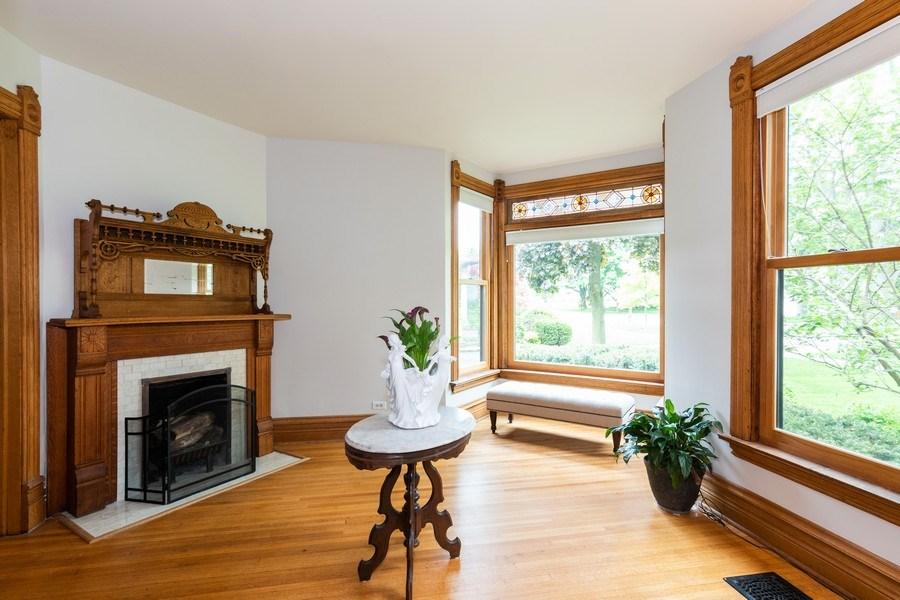 Real Estate Photography - 419 N Wheaton Ave, Wheaton, IL, 60187 - Sitting Room