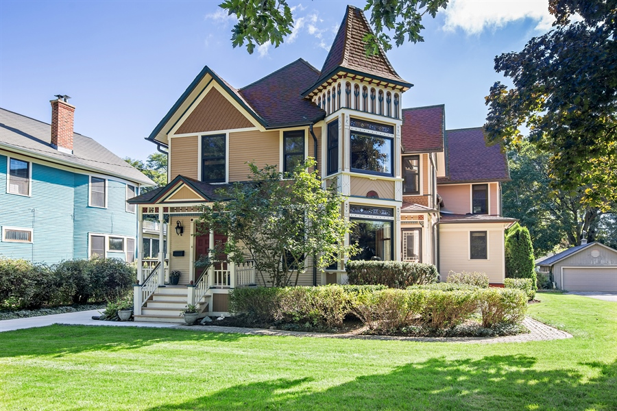 Real Estate Photography - 419 N Wheaton Ave, Wheaton, IL, 60187 - Front View