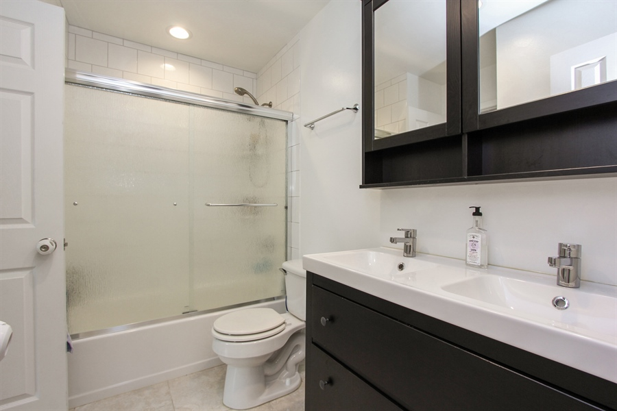 Real Estate Photography - 1003 Hayes Court, Vernon Hills, IL, 60061 - 2nd Floor Bath