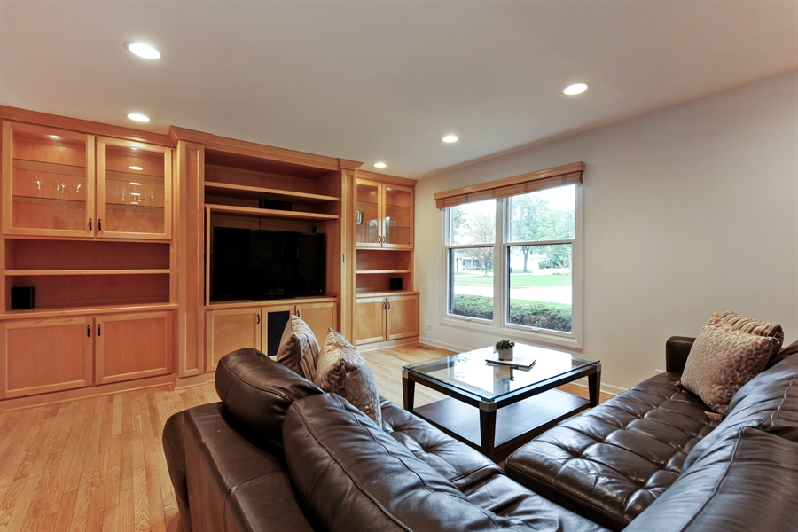 Real Estate Photography - 4025 Radcliffe Dr, Northbrook, IL, 60062 - Living Room