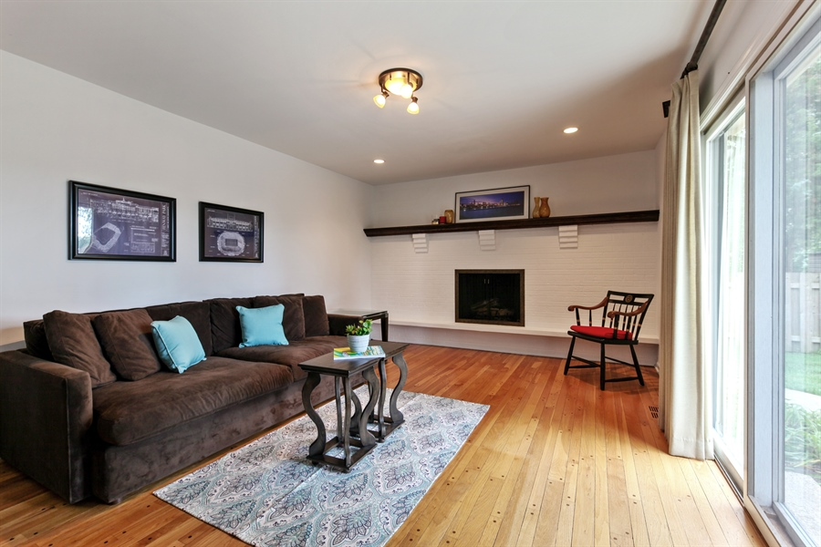 Real Estate Photography - 4025 Radcliffe Dr, Northbrook, IL, 60062 - Family Room