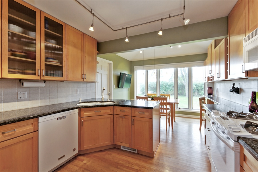 Real Estate Photography - 4025 Radcliffe Dr, Northbrook, IL, 60062 - Kitchen