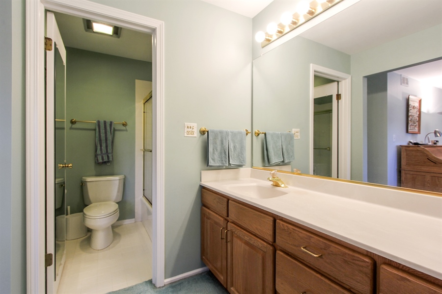Real Estate Photography - 225 Lake Blvd, Unit 525, Buffalo Grove, IL, 60089 - Master Bathroom