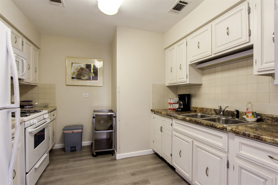 Real Estate Photography - 225 Lake Blvd, Unit 525, Buffalo Grove, IL, 60089 - Clubhouse Kitchen