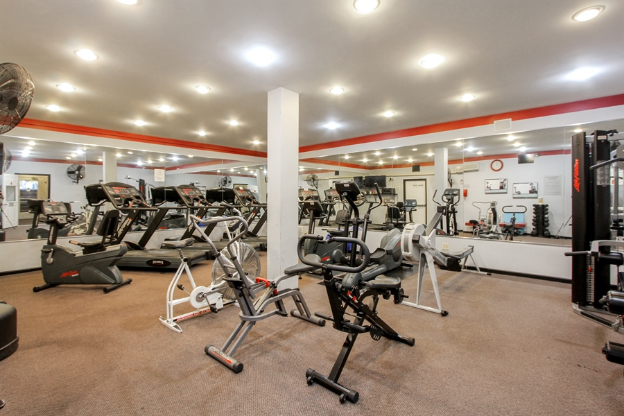 Real Estate Photography - 225 Lake Blvd, Unit 525, Buffalo Grove, IL, 60089 - Fitness Center