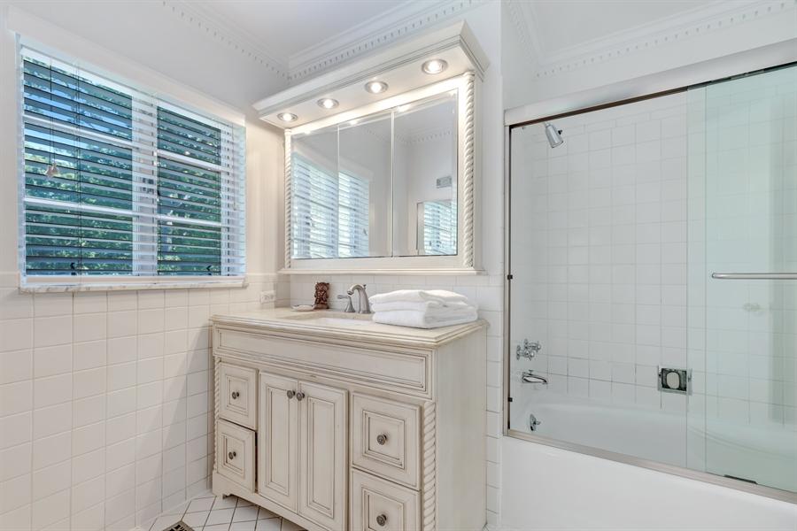 Real Estate Photography - 423 Northwood, Glencoe, IL, 60022 - Master Bathroom