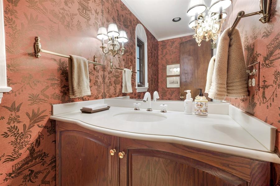 Real Estate Photography - 423 Northwood, Glencoe, IL, 60022 - Powder Room