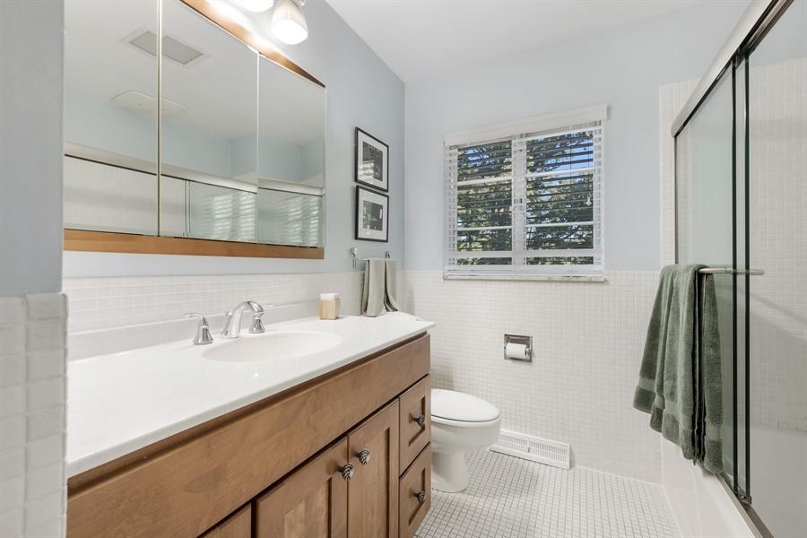 Real Estate Photography - 423 Northwood, Glencoe, IL, 60022 - 3rd Full Bath