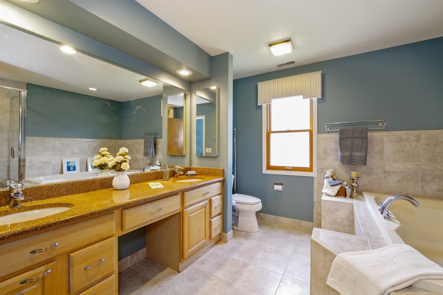 Real Estate Photography - 520 Newtown, Buffalo Grove, IL, 60089 - Master Bathroom