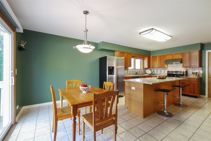 Real Estate Photography - 520 Newtown, Buffalo Grove, IL, 60089 - Kitchen / Breakfast Room