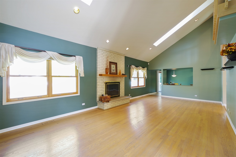 Real Estate Photography - 520 Newtown, Buffalo Grove, IL, 60089 - Great room