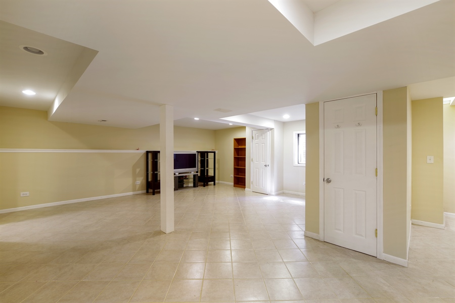 Real Estate Photography - 520 Newtown, Buffalo Grove, IL, 60089 - Basement