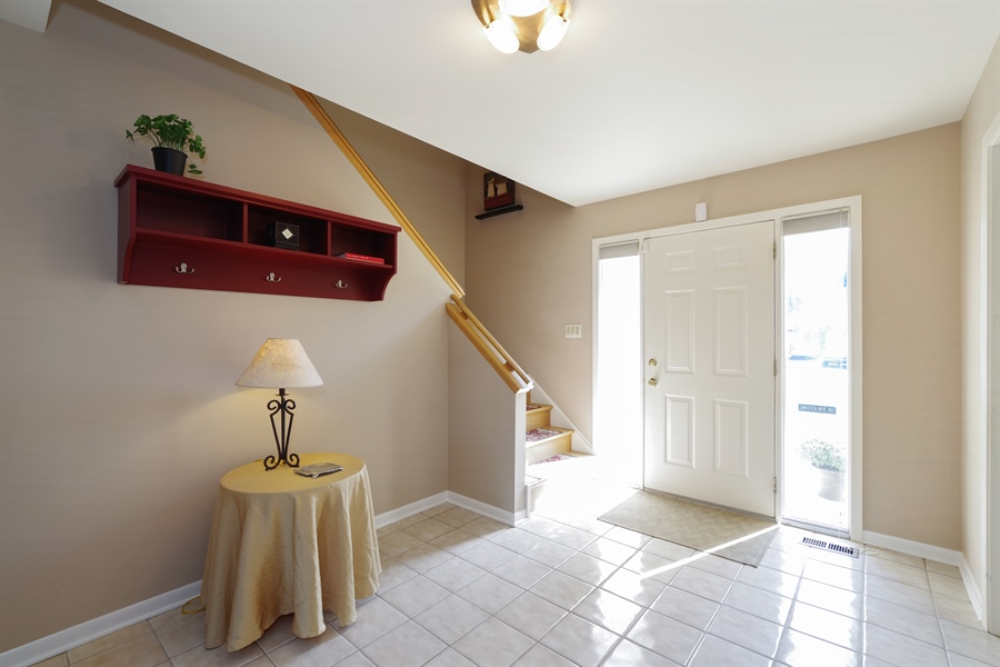 Real Estate Photography - 520 Newtown, Buffalo Grove, IL, 60089 - Foyer