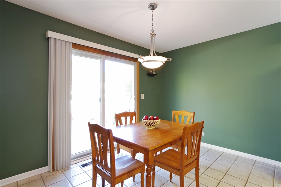 Real Estate Photography - 520 Newtown, Buffalo Grove, IL, 60089 - Breakfast Area