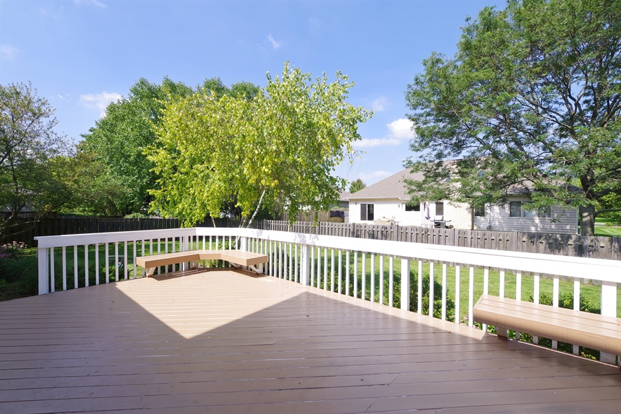 Real Estate Photography - 520 Newtown, Buffalo Grove, IL, 60089 - Deck