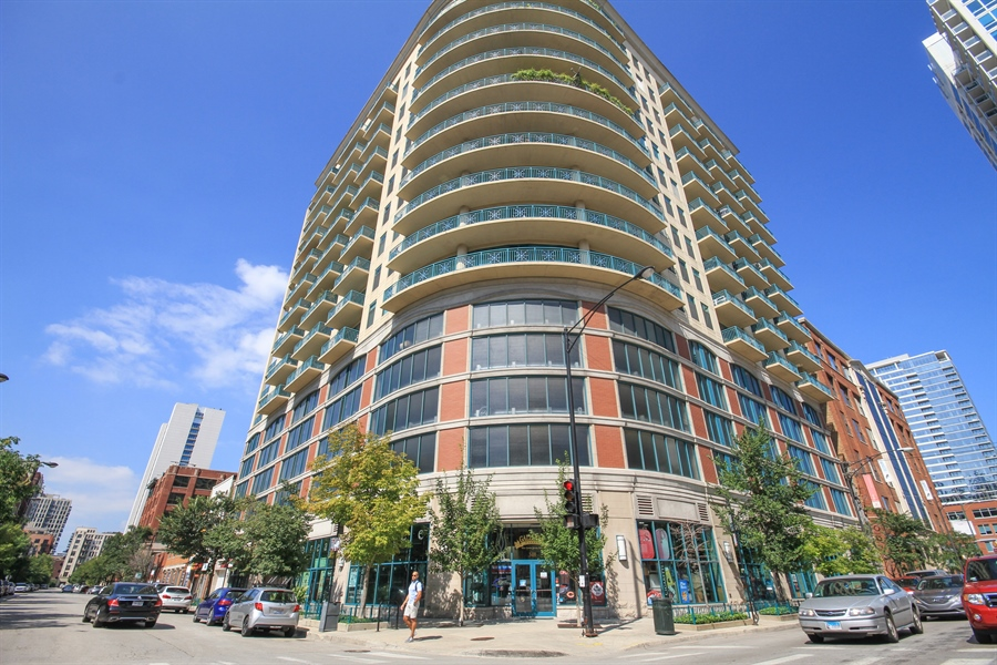 Real Estate Photography - 340 W Superior, unit 1602, Chicago, IL, 60654 - Front View