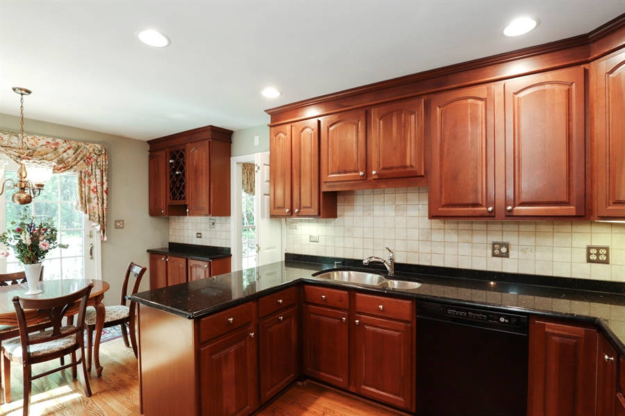 Real Estate Photography - 2 Warrington Drive, Lake Bluff, IL, 60044 - Kitchen / Breakfast Room