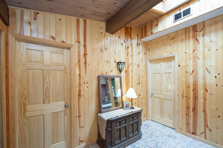 Real Estate Photography - 40105 97th St, Genoa City, WI, 53128 - Foyer